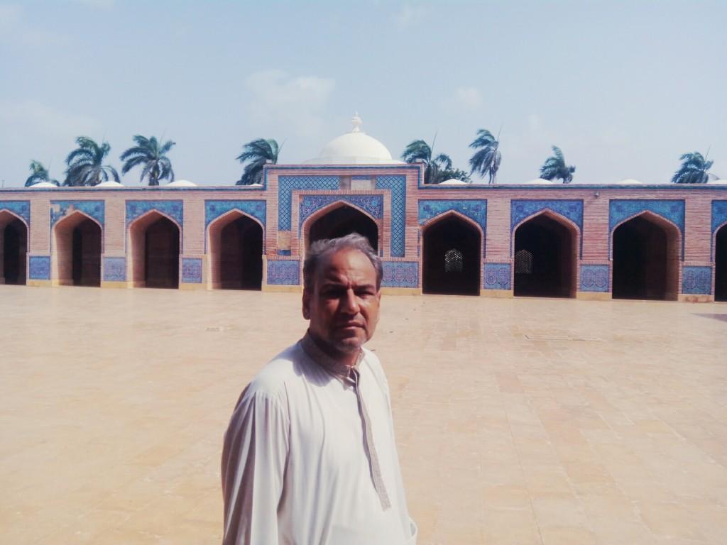 مصنف شاہی مسجد ٹھٹھہ میں