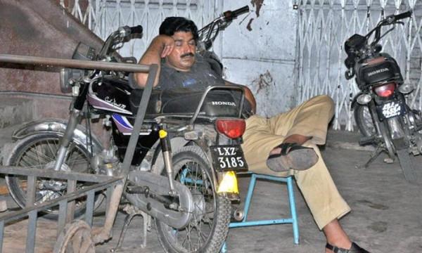 policeman-sleeping-on-duty